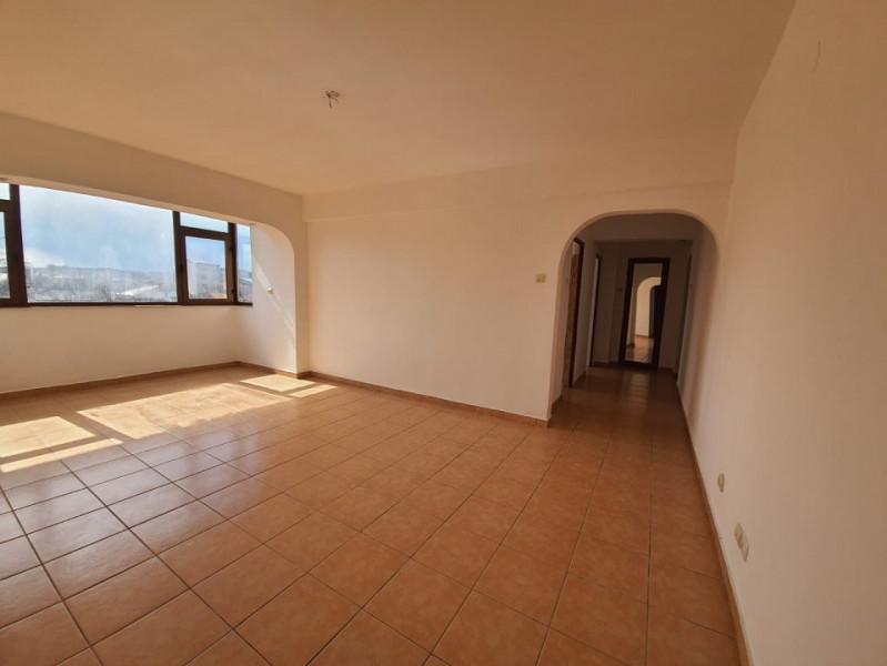 CENTRAL I.G. DUCA  Apartament cu 3 camere renovat
